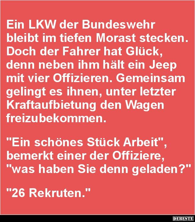 Ein Lkw Der Bundeswehr Bleibt Im Tiefen Morast Stecken