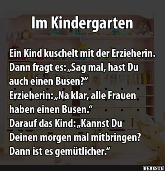 Ein Kind Kuschelt Mit Der Erzieherin.